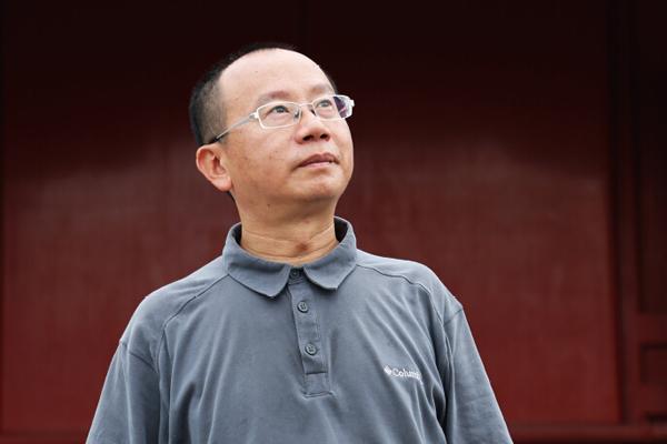 全联艺术红木家具专业委员会专家顾问、明清宫廷家具研究专家周京南
