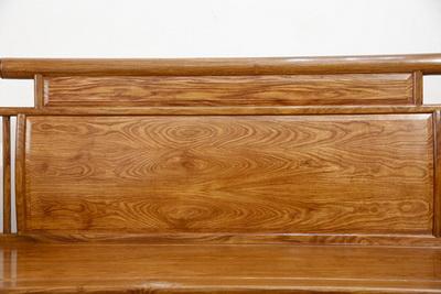 天工坊红木《初心沙发》精选刺猬紫檀打造,木纹细腻,尽显自然的美感