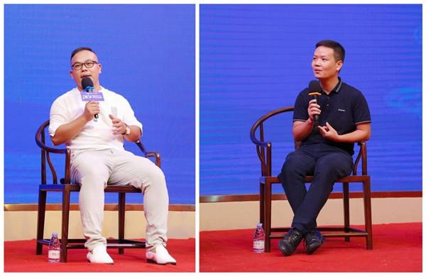 深圳观砚设计创始人李玩想(左)和中山职业技术学院红木家居学院执行院长、博士潘质洪