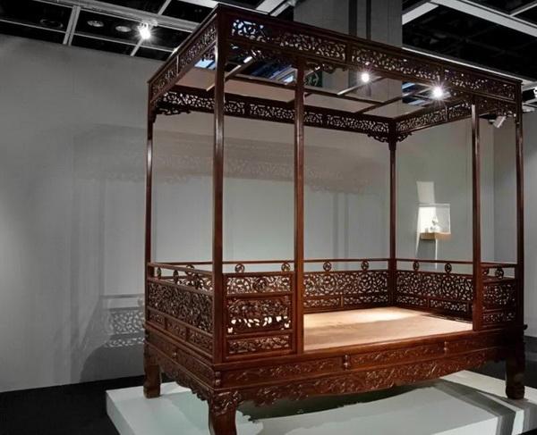 600-黄花梨六柱透雕螭龙瑞兽纹围子架子床.jpg
