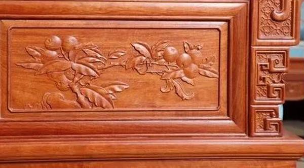 中信红木匠人们的一笔一画,把红木家具的每一处细节做到极致