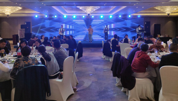 丰富的表演节目,在答谢晚宴现场掀起一浪浪高潮