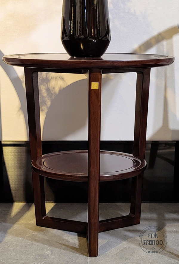 """桌子采用""""Y""""型結構,彰顯巧妙用心,也增加了生活上的安全性"""
