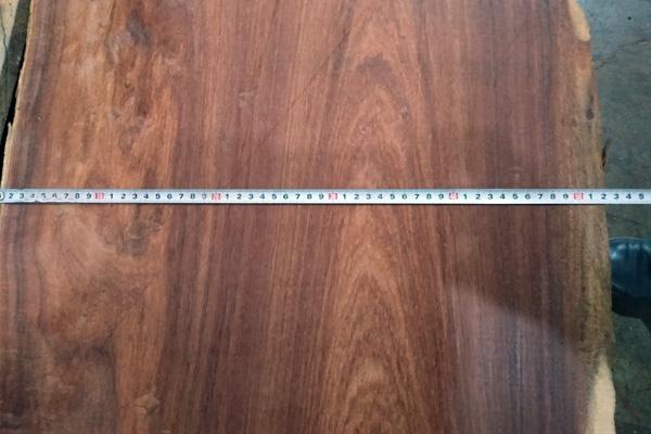 """中信红木""""前言""""品牌选材用料均采用50厘米直径以上的正宗大果紫檀原料"""