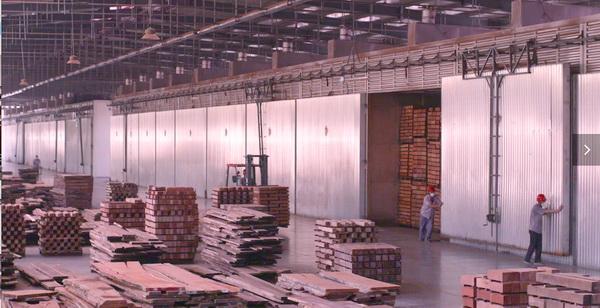 巧夺天工不仅有现代化的生产车间ku体育足球ku体育足球,还开创了红木家具流水线制作的先河