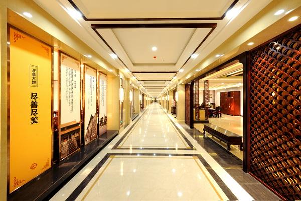 红木文化博物馆由红木文化学院、紫檀臻品区、红木艺术精品馆、文化长廊四部分组成
