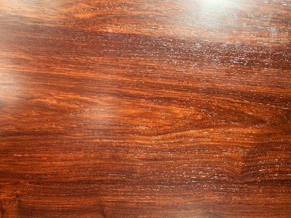 上蜡后,木纹清晰可见、光滑可鉴