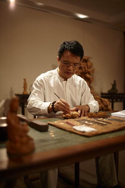 中国工艺美术大师、大家之家董事长林庆财醉心木雕40年,妙手刻就艺术人生