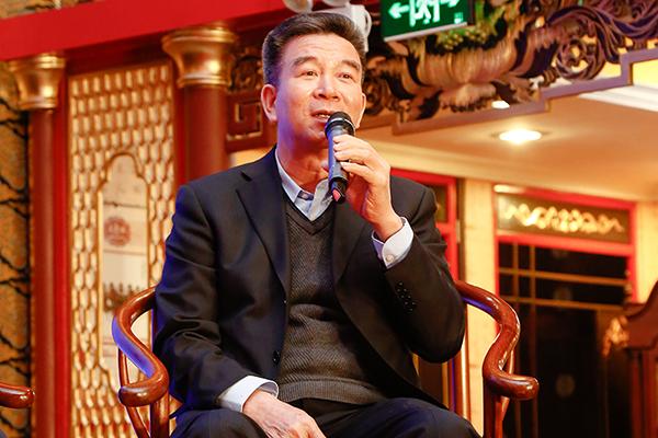 江门市新会区传统古典家具行业协会会长黄惠满在论坛上进行分享发言