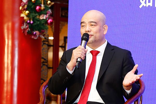 深圳市红木文化艺术协会常务副会长、明清缘红木董事长黄纯楚进行论坛分享