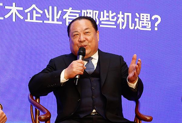 深圳市红木文化艺术协会常务副会长、佐丹诗董事长夏振南进行论坛分享