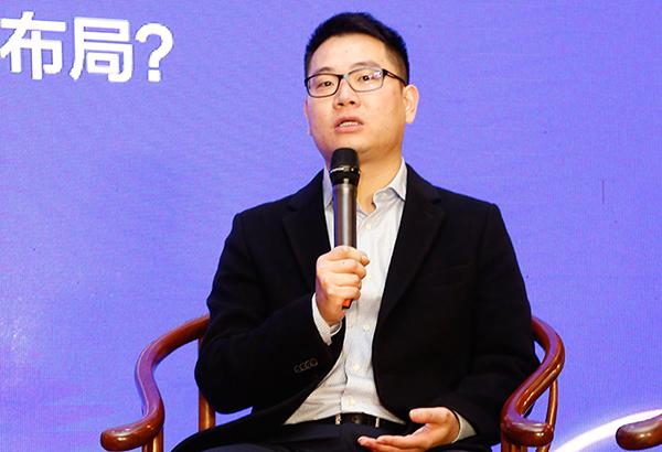 东阳市红木家具行业协会会长、东阳木雕城董事长陈义在论坛上进行分享发言