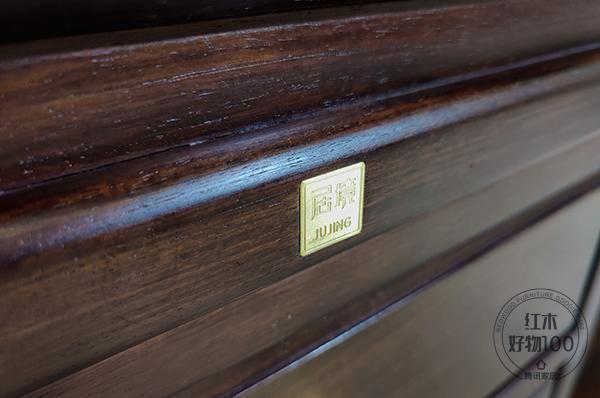 经过细致打磨的木头,呈现出丰富细腻的立面肌理