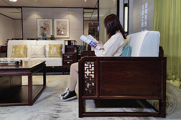 人性化设计的座椅,搭配宽大厚实的坐垫,让坐感更加舒适宜人