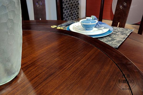 清新自然的木纹,沉稳温馨的栗子色,演绎了当代中式家具的简洁清秀