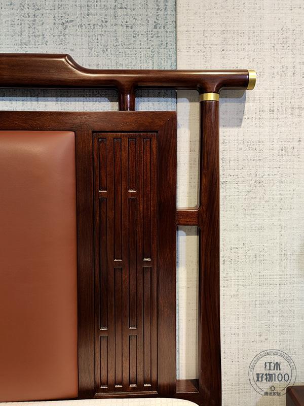 刺猬紫檀天然的木色与金色饰件相互映衬,融入爱马仕橙为主色调的皮革,这款大床彰显视觉冲击力的同时,表达了一种优雅尊贵的空间美学