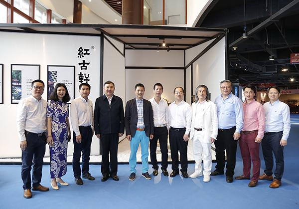 中国家具协会理事长徐祥楠等领导一行莅临2021中山红博会预展现场