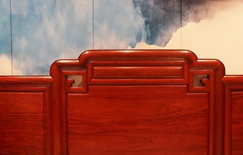 《铭君沙发》以线条勾勒,演绎君子风度