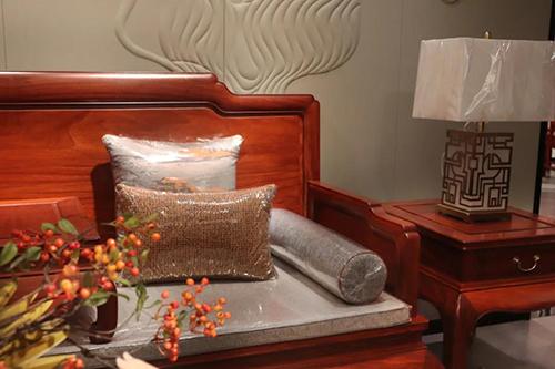 沙发是客厅的主位家具,也是家的形象所在