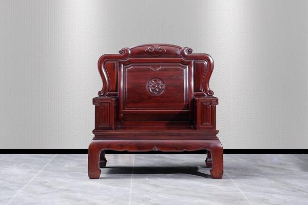 古森红木红酸枝《吉祥如意沙发单椅》,秉承一贯的高标准,雅致大气、备受消费者喜爱.jpg