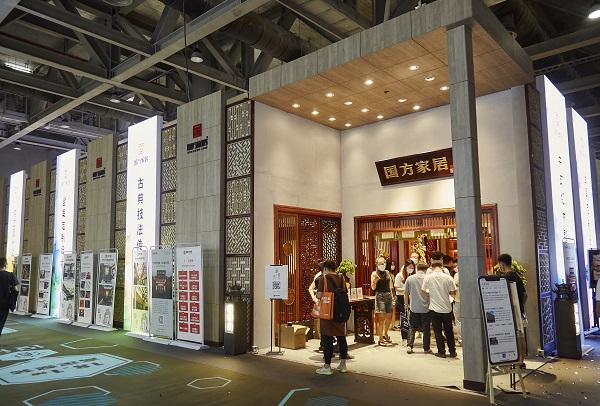 国方家居定位中式原木整装,亮相2021广州建博会.jpg