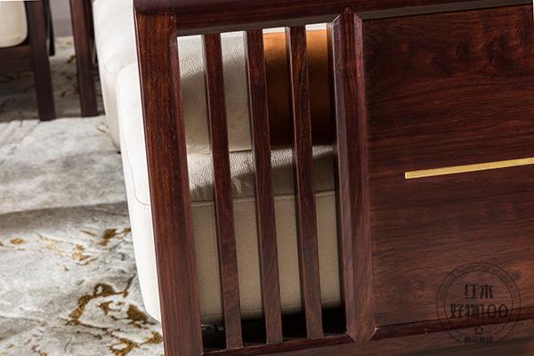 《简爱沙发》简约的造型元素ag卡卡湾厅、流畅的线条设计,彰显出现代时尚生活的主流