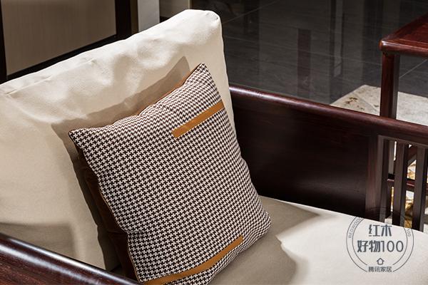 栗子色、米白色ag卡卡湾厅、爱马仕橙等色彩相互衬托,彰显出家具的精致时尚美感