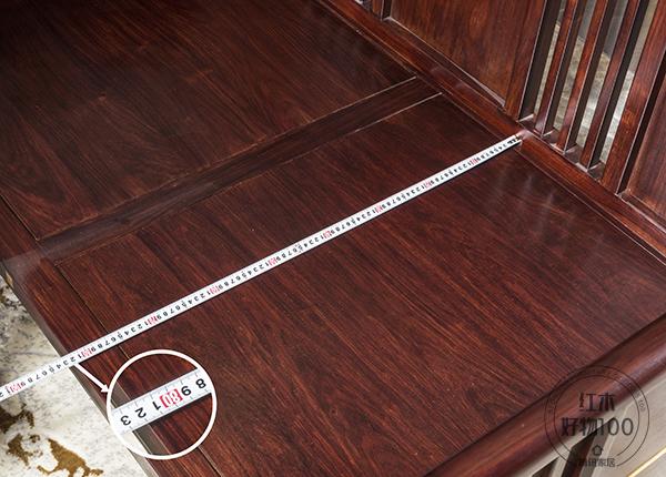 经过测量ag卡卡湾厅,沙发坐深为82cmag卡卡湾厅,座面宽阔,使用者感受会更舒服安逸