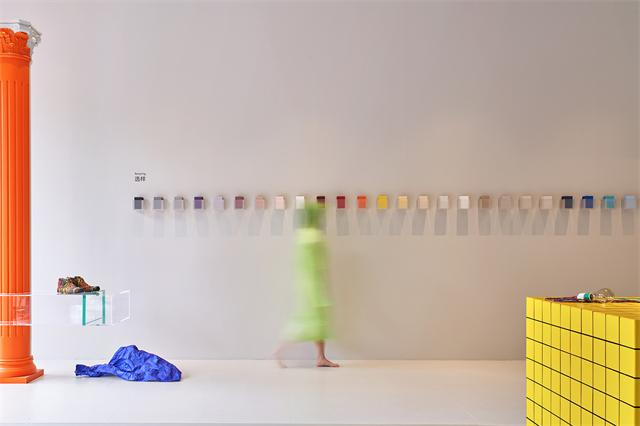 18 随意摆放的物品成为空间的惊喜.jpg