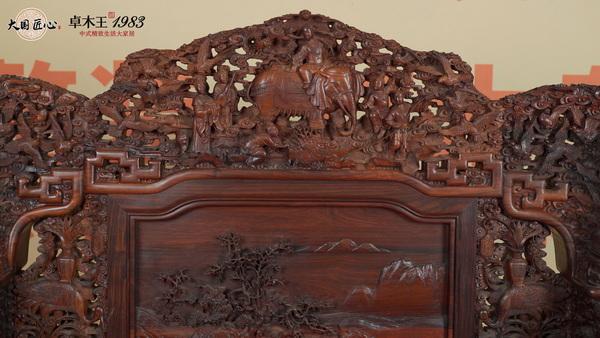 卓木王把东阳的木雕工艺与家具结合